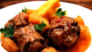 Create a delicious oxtail dish using russel hobbs slow cooker